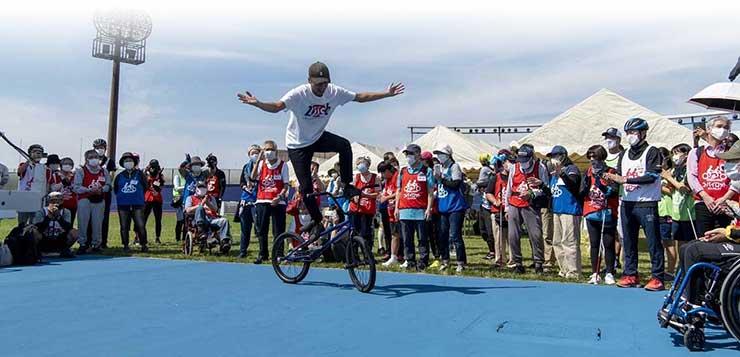 タンデム自転車NONちゃん倶楽部ステージの BMXショーチームLUSH